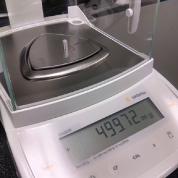 Weighing a crucible as per ASTM 1269-305